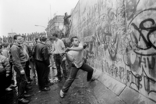20141021-berlin-people-breaking-down-wall_1-1024x682.jpg