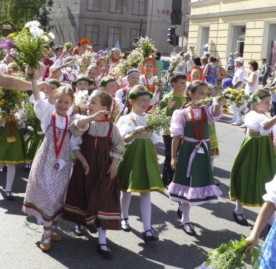 20141027-rsz_1_children_parade.jpg