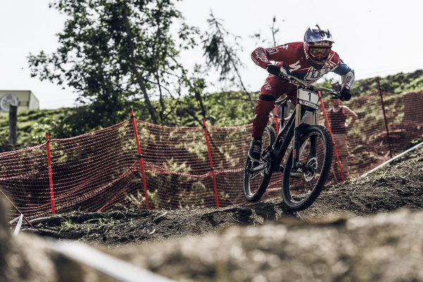 20150623-rsz_1aaron-gwin-at-the-leogang-2015-uci-downhill-world-cup.jpg